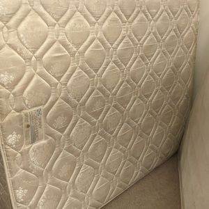 Free Queen Bed for Sale in Fort Lauderdale, FL