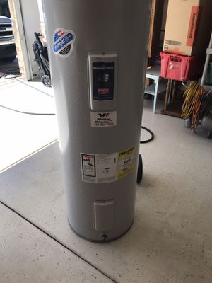 50 gallon electric water heater (5 yrs old ) for Sale in Buckeye, AZ