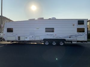 Selling a 2003 rampage Toy hauler fuel Station generator front bedroom $8700 for Sale in Ontario, CA
