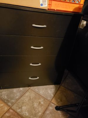 4 drawer dresser. for Sale in Peoria, IL