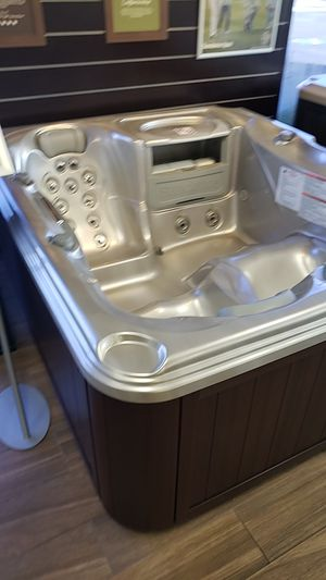Brand new hot tub 110 plug it right into the wall for Sale in Anaheim, CA