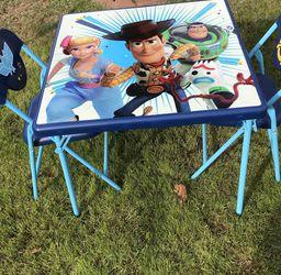 Mess Y Sillas De Toy Story De Plástico for Sale in El Monte,  CA