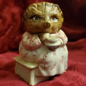 Vintage Rare Beswick Beatrix Potter Mrs Tiggy Winkle Takes Tea Signed Frederick Warne & Co 1985 BP3C for Sale in Normandy Park, WA