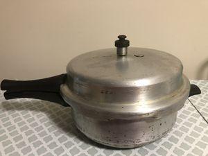 Prestige popular senior aluminum deep pressure pan (6 liters)cooker. for Sale in Dunwoody, GA