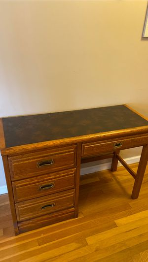 FREE DESK MUST PICK UP for Sale in Milford, NJ