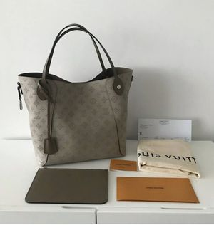 Louis Vuitton Mahina MM in Galet for Sale in Tyler, TX