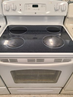 Ge electric stove used in good condition with 90 days warranty for Sale in Frederick, MD
