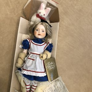 Alice In Wonderland Porcelain Doll for Sale in Port St. Lucie, FL