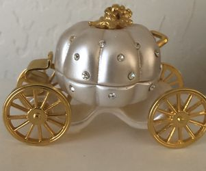 Cunderella Carriage Cake Top, Jewel Box for Sale in Henderson,  NV