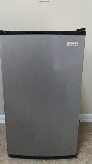 Magic Chef Mini Refrigerator for Sale in FAIRMOUNT HGT, MD