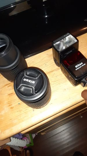 Nikon two lenses and speed light for Sale in Pasadena, CA