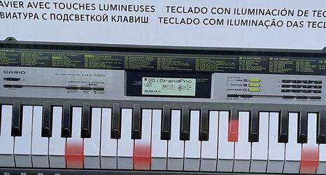 Casio Keyboard LK-135 for Sale in Long Beach,  CA