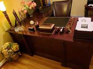 Executive Desk Suite for Sale in Lincolnia, VA