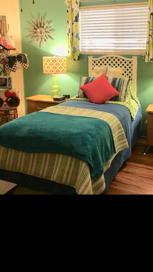 FREE platform twin bed with drawer real wood plus Matt for Sale in Glendora, CA