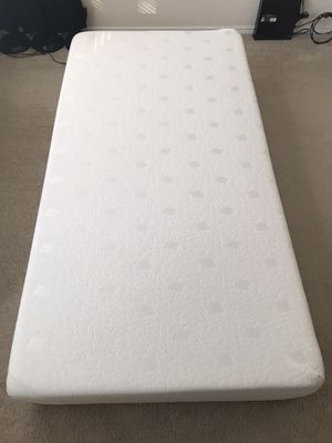 Twin mattress + waterproof mattress protector for Sale in Atlanta, GA