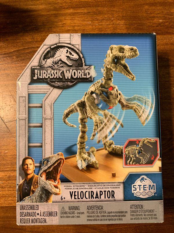 Jurassic World Velociraptor STEM kit
