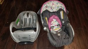 GRACO CLASSIC CONNECT BABY CAR SEAT WITH BASE for Sale in Houston, TX