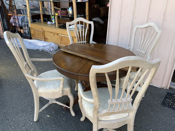 Nice Round Oak Claw Foot Dining Set - Delivery Available