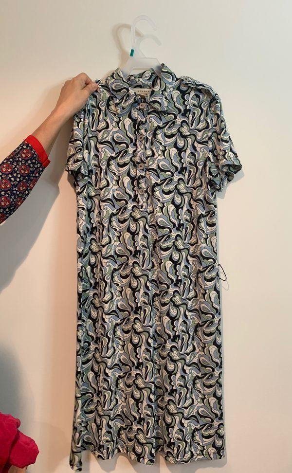 Black, blue and white printed short sleeve dress