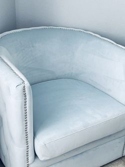 Tufted Swivel Barrel Accent Chair - Light Blue - Excellent Condition for Sale in Auburn,  WA
