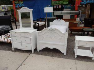 Light Disney twin size bedroom set for Sale in Tampa, FL