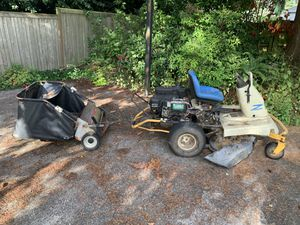 Cub cadet Riding lawn mower for Sale in Everett, WA