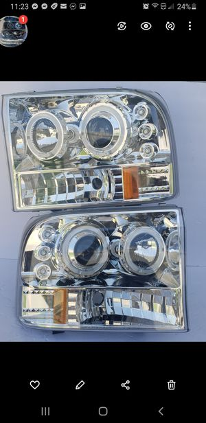 Ford F250 Super Duty 1999-2004 Halo Projector Headlights for Sale in Phillips Ranch, CA