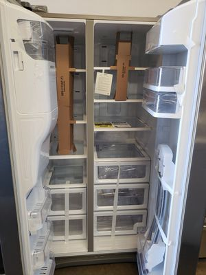 SAMSUNG REFRIGERATOR SBS NEW STAINLEES STEEL for Sale in Bellaire, TX