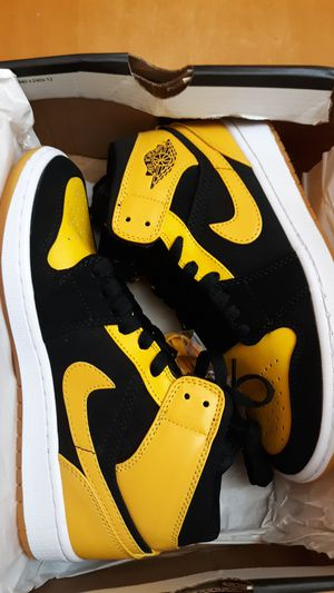 f688a55563f Air jordan 1 MiD sz 7.5 in women with for Sale in New Bedford