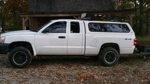 Leer Topper/ camper top/ bed cover off of pictured 2007 dodge dakota. for Sale in Fairview, TN