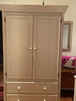 Bellini Amour antique white 69H, 38w, 16D for Sale in Mamaroneck,  NY