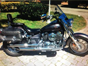 Motorcycle Yamaha 650V Classic 2005 for Sale in Ives Estates, FL