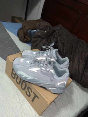 yeezy 700 hospital blue size 10 worn once for Sale in St. Cloud, FL