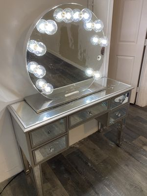 Vanity mirror with desk for Sale in Long Beach, CA