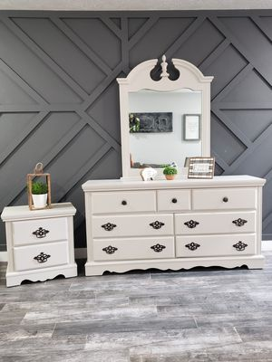 Dresser, nightstand, and mirror for Sale in Cypress, TX