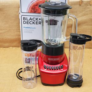 NEW BLACK + DECKER 12 speed Blender with Glass Jar and 2 ( 20oz plastic to-go cups ) for Sale in Los Angeles, CA