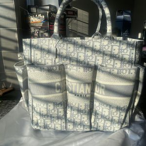 Brand New Dior Handbag With Bag And Tags Still On! for Sale in Reynoldsburg, OH