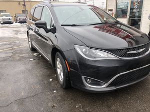 2017 Chrysler Pacifica fully loaded with DVD player for Sale in Dearborn, MI