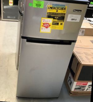 Mini Fridge from MAGIC CHEF!! MODEL:HMDR450SE ❄️❄️❄️❄️ Z2I8W for Sale in Fort Worth, TX