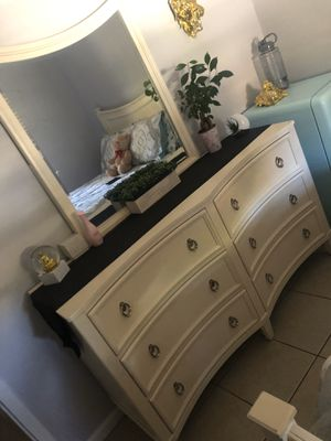 Full size bed frame & dresser for Sale in Homestead, FL
