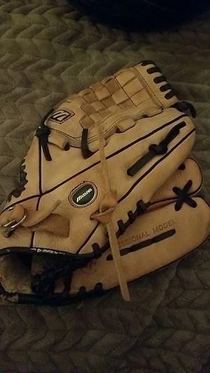 Mizuno 11.5 youth baseball glove RHT for Sale in Laguna Beach, CA