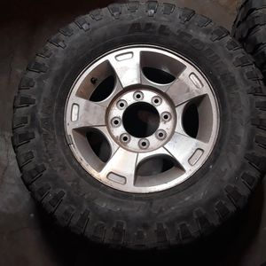 35 18 Inches For Sale Good Tread for Sale in Terrebonne, OR
