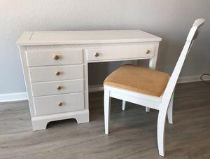 White Vanity/ Desk & Chair Set for Sale in Pinellas Park, FL
