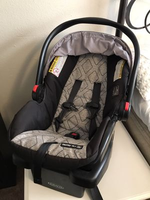 Infant car seat and stroller set for Sale in Springfield, OR