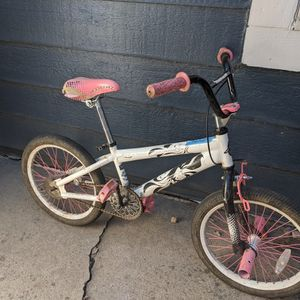 Girls Bike Good For 6 To 8 Year Olds for Sale in Arvada, CO