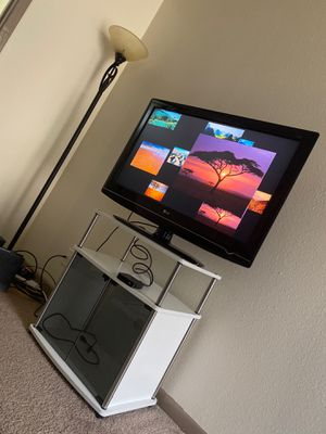 40 in lg tv,Apple TV and tv stand for Sale in Austin, TX
