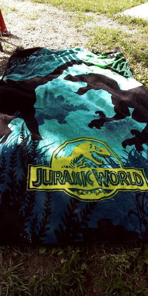 Jurassic world full size throw for Sale in Weston, MO