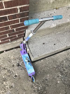 Disney Frozen Scooter for Sale in Bloomingdale, IL