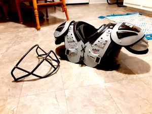 Youth Small Schutt Y Flex 80005 Shoulder Pads and Face Mask for Sale in Fishersville, VA