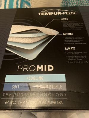 Engineered with one-of-a-kind TEMPUR Material, the TEMPUR-Cloud Cooling pillow offers multiple profiles for any kind of sleeper. Also featuring two l for Sale in Kissimmee, FL